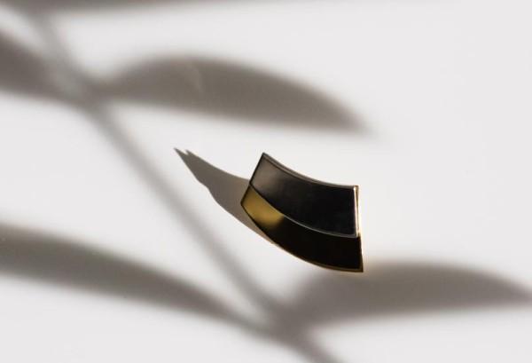 Offset layerd curve plate earring (XI-01-ER)
